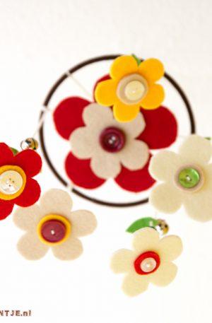 Vilten bloemen mobiel -MAAREENTJE